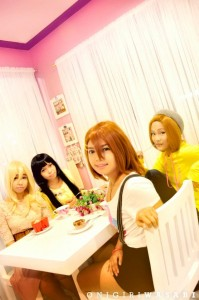 A K-On! group cosplay with Akemi-chan as Mio Akiyama